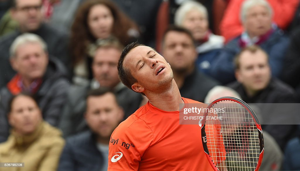 Germany's Philipp Kohlschreiber reacts during his final match against Austrian Dominic Thiem at the ATP tennis BMW Open in Munich, southern Germany, on May 1, 2016. / AFP / CHRISTOF