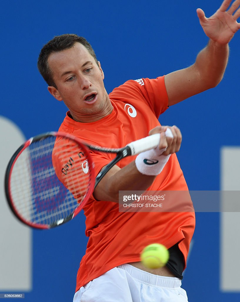 Germany's Philipp Kohlschreiber returns the ball during his quarter final match against Argentinian Juan Martin Del Porto at the ATP tennis BMW Open in Munich, southern Germany, on April 29, 2016. / AFP / CHRISTOF