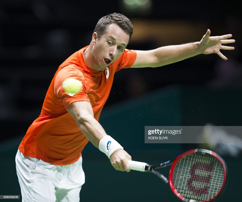 Germany's Philipp Kohlschreiber returns the ball to France's Julien Benneteau during their first round match as part of the ABN AMRO World Tennis Tournament in Rotterdam, on February 9, 2016. / AFP / ANP / Koen Suyk / Netherlands OUT