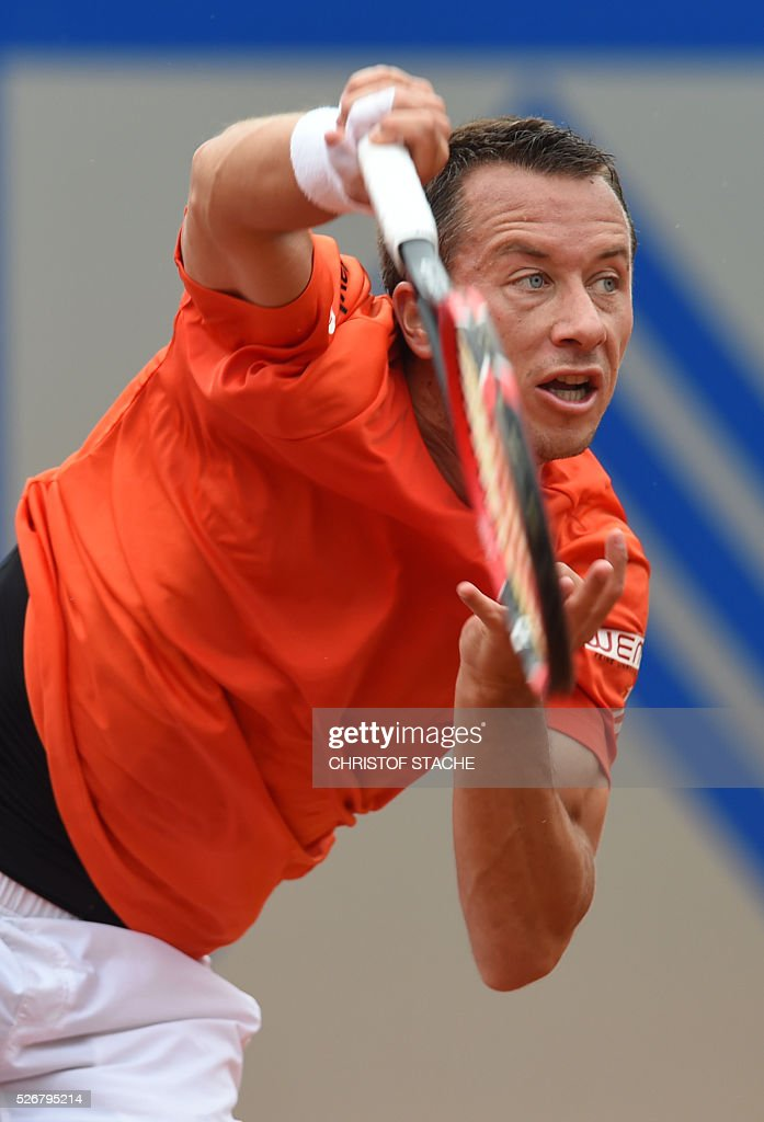 Germany's Philipp Kohlschreiber serves the ball during his final match against Austrian Dominic Thiem at the ATP tennis BMW Open in Munich, southern Germany, on May 1, 2016. / AFP / CHRISTOF