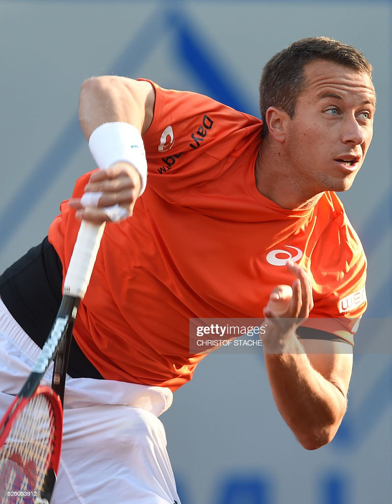 Germany's Philipp Kohlschreiber serves the ball during his quarter final match against Argentinian Juan Martin Del Porto at the ATP tennis BMW Open in Munich, southern Germany, on April 29, 2016. / AFP / CHRISTOF