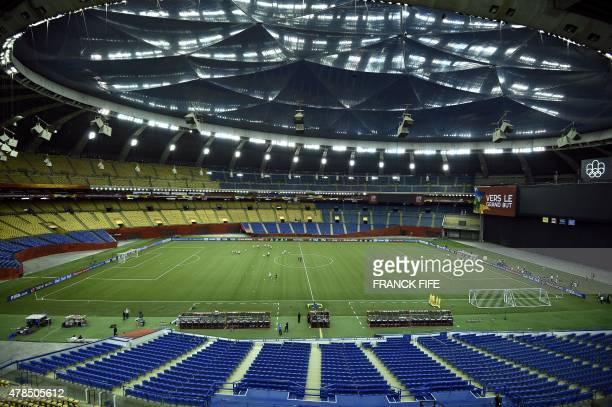 Germany's players attends in a training session at the Olympic Stadium in Montreal on June 25 2015 on the eve of France's 2015 FIFA Women's World Cup...