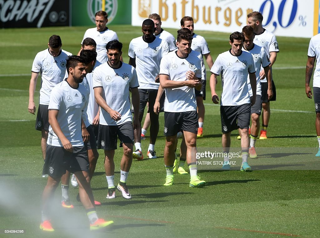 Germany's players warm up during a training session at the training ground in Ascona, Switzerl and on May 25, 2016. The German national football team will train here from May 24 until June 3, 2016 for the Euro 2016 taking place in France. / AFP / PATRIK