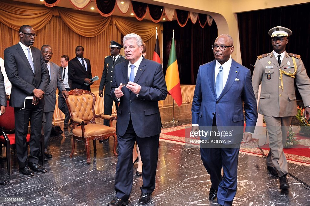 Germany's President Joachim Gauck (L) is welcomed by his Malian counterpart Ibrahim Boubacar Keita upon his arrival in Bamako on February 12, 2016. Germany heads the military training mission in Mali (EUTM) and will send up to 650 soldiers to Mali, to provide some relief to France in its global fight against the Islamic State jihadists. / AFP / HABIBOU KOUYATE