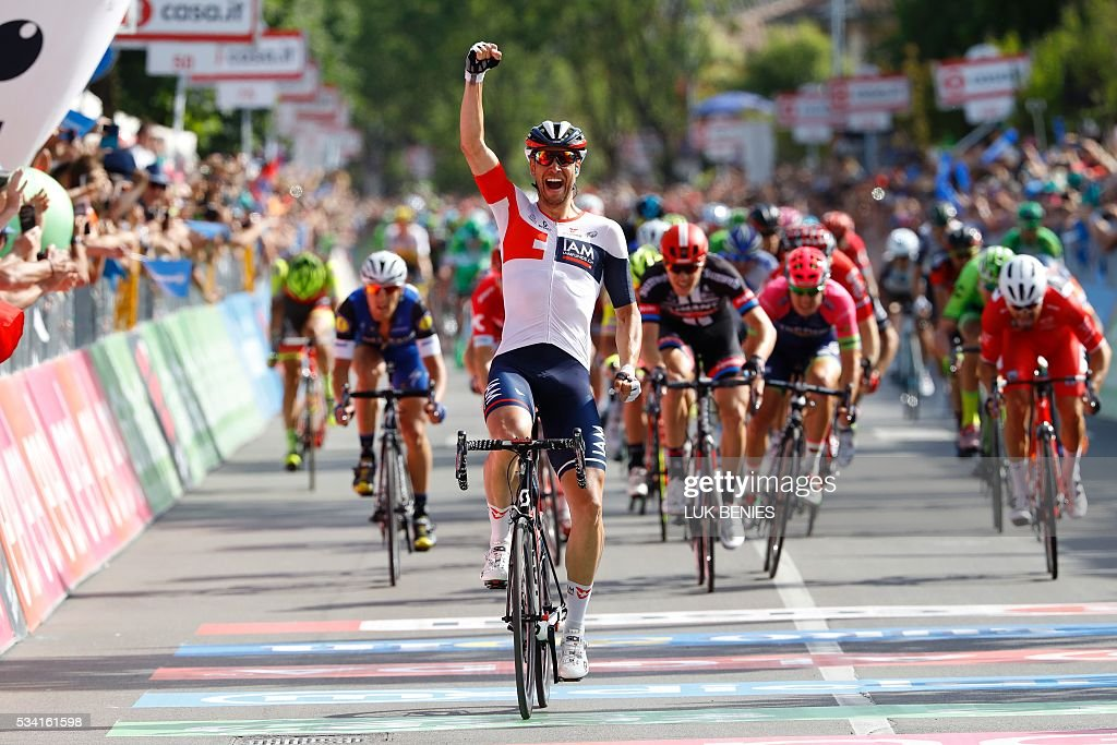 Germany's Roger Kluge celebrates as he crosses the finish line to win the 17th stage of the 99th Giro d'Italia, Tour of Italy, from Molveno to Cassano d'Adda on May 25, 2016. / AFP / VINCENZO
