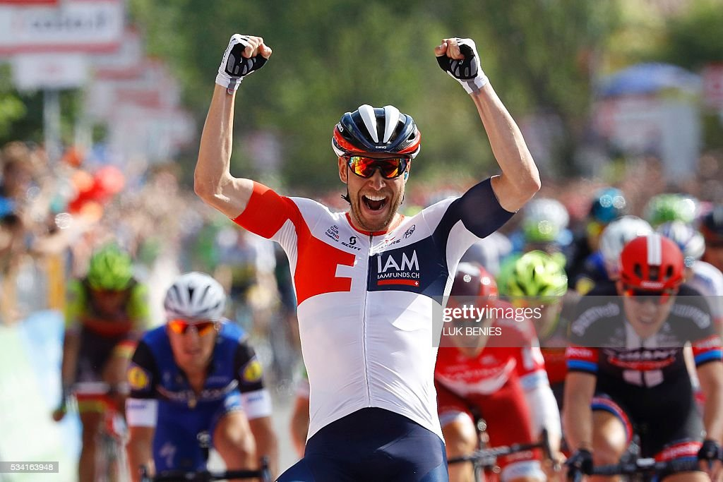 Germany's Roger Kluge (IAM) celebrates as he crosses the finish line to win the 17th stage of the 99th Giro d'Italia, Tour of Italy, from Molveno to Cassano d'Adda on May 25, 2016. / AFP / LUK