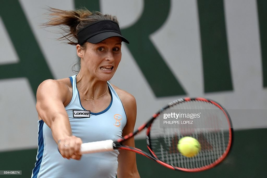 Germany's Tatjana Maria returns the ball to France's Alize Cornet during their women's second round match at the Roland Garros 2016 French Tennis Open in Paris on May 26, 2016. / AFP / PHILIPPE