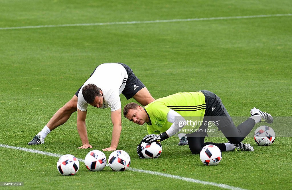 Germany's team manager Oliver Bierhoff (L) trains with Germany's goalkeeper Manuel Neuer during a session at the team's training ground in Evian-les-Bains, south-eastern France, on June 25, 2016, on the eve of the Euro 2016 round of sixteen football match between Germany and Slovakia. / AFP / PATRIK