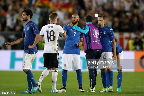 Germany's Toni Kroos shakes hands with Italy's Simone Zaza after the game