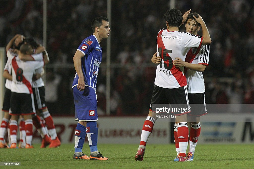 Germán Pezzella of River Plate celebrates with teammate Leonardo Pisculichi after scoring during a first leg match between Godoy Cruz and River Plate...