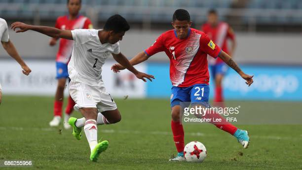 Gerson Torres of Costa Rica battles with Ali Shahsavari of Iran during the FIFA U20 World Cup Korea Republic 2017 group C match between Iran and...
