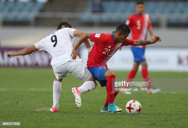 Gerson Torres of Costa Rica battles with Mohammad Mehdi Mehdikhani of Iran during the FIFA U20 World Cup Korea Republic 2017 group C match between...