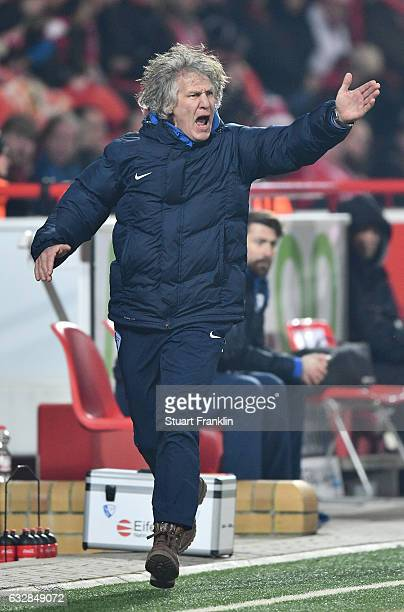 Gertjan Verbeek head coach of Bochum runs and shouts during the Second Bundesliga match between 1 FC Union Berlin and VfL Bochum 1848 at Stadion An...