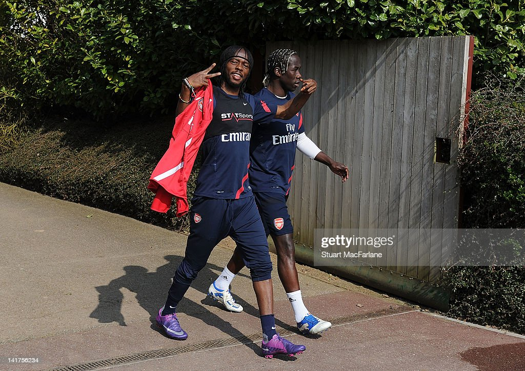 <a gi-track='captionPersonalityLinkClicked' href=/galleries/search?phrase=Gervinho&family=editorial&specificpeople=4500752 ng-click='$event.stopPropagation()'>Gervinho</a> and <a gi-track='captionPersonalityLinkClicked' href=/galleries/search?phrase=Bacary+Sagna&family=editorial&specificpeople=745680 ng-click='$event.stopPropagation()'>Bacary Sagna</a> of Arsenal head to a training session at London Colney on March 23, 2012 in St Albans, England.