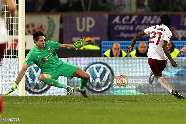 Gervinho of AS Roma scores a goal during the Serie A match between ACF Fiorentina and AS Roma at Stadio Artemio Franchi on October 25 2015 in...