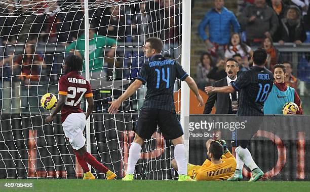 Gervinho of AS Roma scores the opening goal during the Serie A match between AS Roma and FC Internazionale Milano at Stadio Olimpico on November 30...