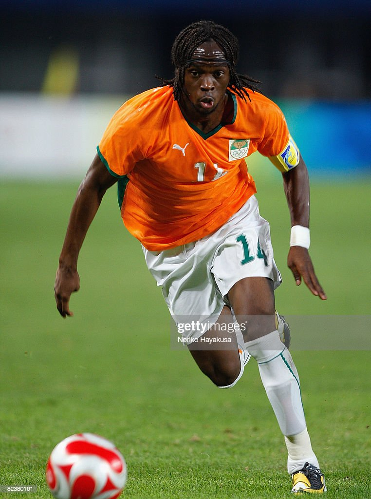 Gervinho of Ivory Coast controls the ball during the Men's Quarter Final match between Nigeria and Ivory Coast at Qinhuangdao Olympic Sports Center...