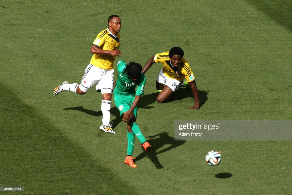 <a gi-track='captionPersonalityLinkClicked' href=/galleries/search?phrase=Gervinho&family=editorial&specificpeople=4500752 ng-click='$event.stopPropagation()'>Gervinho</a> of the Ivory Coast shoots and scores his team's first goal as Juan Camilo Zuniga (L) and Carlos Sanchez of Colombia look on during the 2014 FIFA World Cup Brazil Group C match between Colombia and Cote D'Ivoire at Estadio Nacional on June 19, 2014 in Brasilia, Brazil.