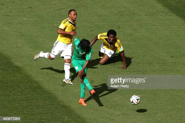 Gervinho of the Ivory Coast shoots and scores his team's first goal as Juan Camilo Zuniga and Carlos Sanchez of Colombia look on during the 2014 FIFA...