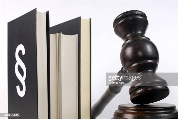 Gesetz Gesetzgebung Gesetzbuch BGB Richterhammer Paragraph Paragraphen Urteil Verurteilung Justiz Justizhammer Hammer Auktionshammer Gericht Gerichte...