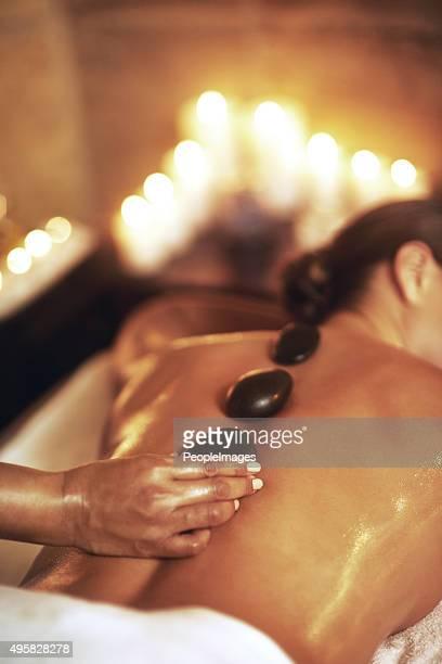 Obtenha uma massagem de pedras quentes