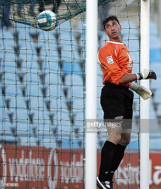 Getafes new player Argentinian goalkeeper Abbondanzieri looks at the ball during a friendly football match against Atletico de Madrid at the Alfonso...
