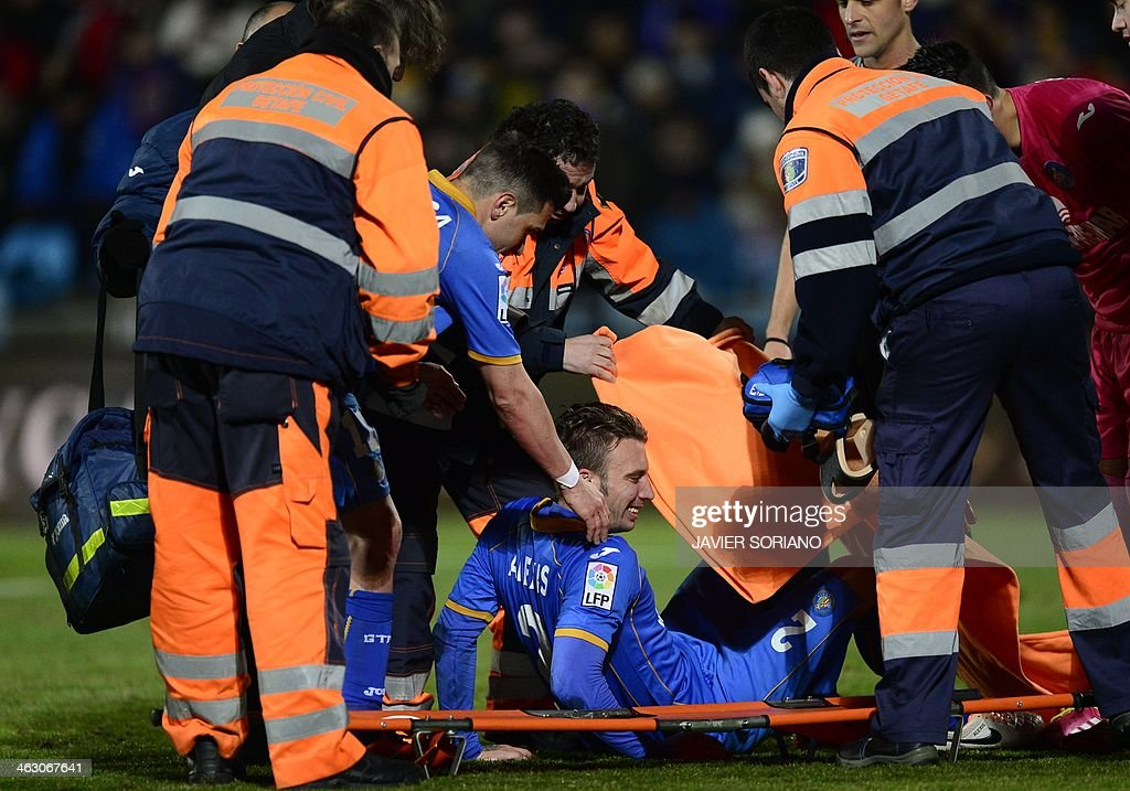 Getafe's defender Alexis Ruano Delgado is helped onto a stretcher during the Spanish Copa del Rey (King's Cup) round of 16 second-leg football match Getafe CF vs FC Barcelona at the Coliseum Alfonso Perez stadium in Getafe on January 16, 2014.