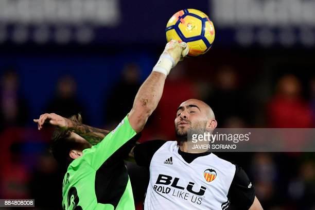 Getafe's Spanish goalkeeper Vicente Guaita blocks header by Valencia's Italian forward Simone Zaza during the Spanish league football match Getafe CF...