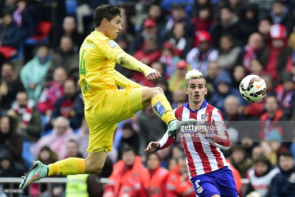 Getafe's Uruguayan defender Emiliano Velazquez (L) vies with Atletico Madrid's French forward <a gi-track='captionPersonalityLinkClicked' href=/galleries/search?phrase=Antoine+Griezmann&family=editorial&specificpeople=7197539 ng-click='$event.stopPropagation()'>Antoine Griezmann</a> during the Spanish league football match Club Atletico de Madrid vs Getafe CF at the Vicente Calderon stadium in Madrid on March 21, 2015.