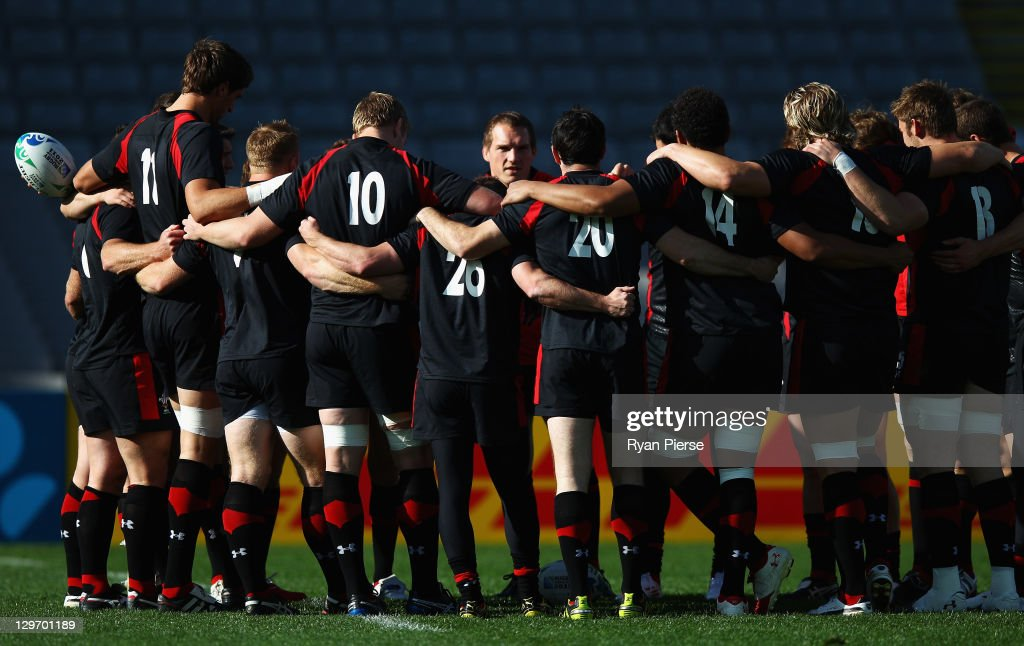 <a gi-track='captionPersonalityLinkClicked' href=/galleries/search?phrase=Gethin+Jenkins&family=editorial&specificpeople=221481 ng-click='$event.stopPropagation()'>Gethin Jenkins</a> of Wales talks to team mates during a Wales IRB Rugby World Cup 2011 captain's run at Eden Park on October 20, 2011 in Auckland, New Zealand.