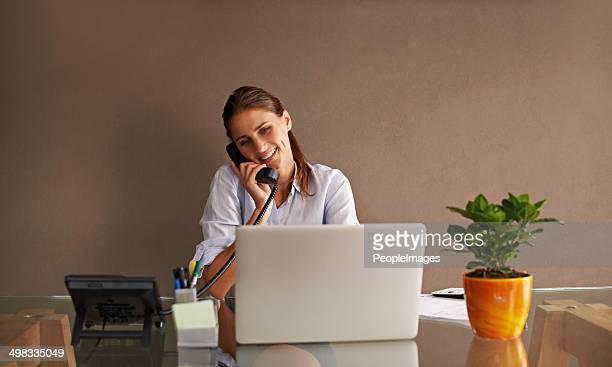 En gardant contact avec un client