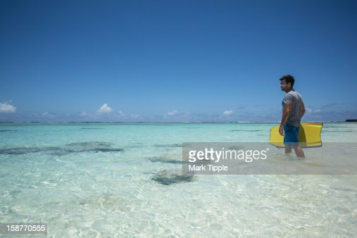 Getting ready to surf in the tropics : Stock Photo