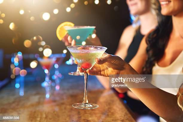Wenn die party steigen mit cocktails