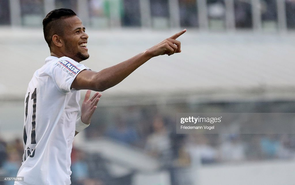 Geuvanio of Santos celebrates scoring the first goal during the match between Santos and Cruzeiro for the Brazilian Series A 2015 at Vila Belmiro...