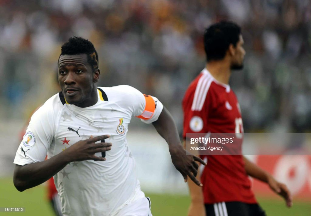 Ghanaian Asamoah Gyan (L) scores at the 2014 World Cup African qualifying first leg play-off match between Ghana and Egypt on October 15, 2013 at Baba Yara Stadium in Kumasi of Ashanti, Ghana.