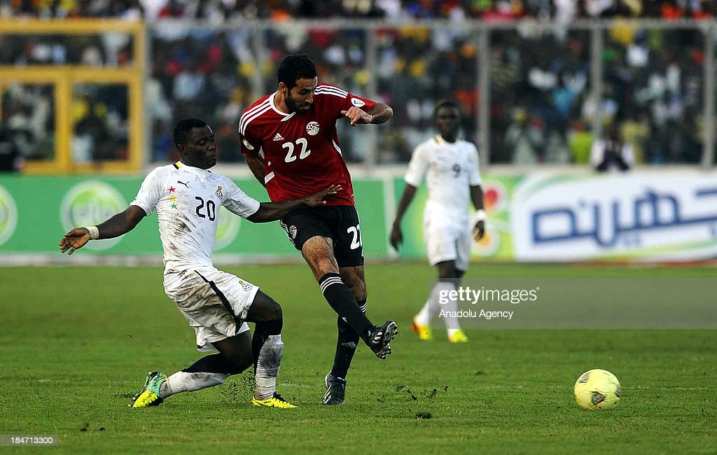 Ghanaian Kwadwo Asamoah (L) and Egyptian Mohamed Aboutrika vie for the ball during the 2014 World Cup African qualifying first leg play-off match between Ghana and Egypt on October 15, 2013 at Baba Yara Stadium in Kumasi of Ashanti, Ghana.