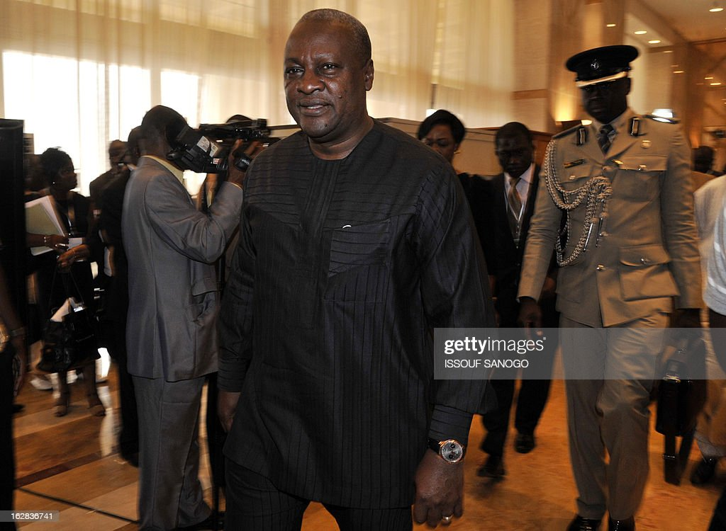 Ghanaian president John Dramani Mahama leaves after the closing ceremony of ECOWAS heads of state ordinary summit on Febuary 28, 2013 at the Felix Houphouet-Boigny Fundation in Yamoussoukro. AFP PHOTO / ISSOUF SANOGO