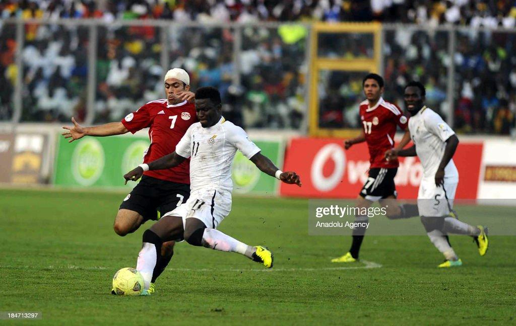 Ghanaian Sulley Muntari (L2) and Egyptian Ahmed Fathi (L) vie for the ball during the 2014 World Cup African qualifying first leg play-off match between Ghana and Egypt on October 15, 2013 at Baba Yara Stadium in Kumasi of Ashanti, Ghana.