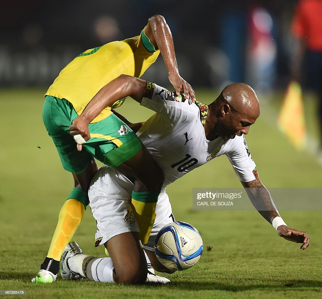 Ghana's midfielder Andre Ayew (R) challenges South Africa's midfielder <a gi-track='captionPersonalityLinkClicked' href=/galleries/search?phrase=Thuso+Phala&family=editorial&specificpeople=4422095 ng-click='$event.stopPropagation()'>Thuso Phala</a> during the 2015 African Cup of Nations group C football match between South Africa and Ghana in Mongomo on January 27, 2015. AFP PHOTO / CARL DE SOUZA
