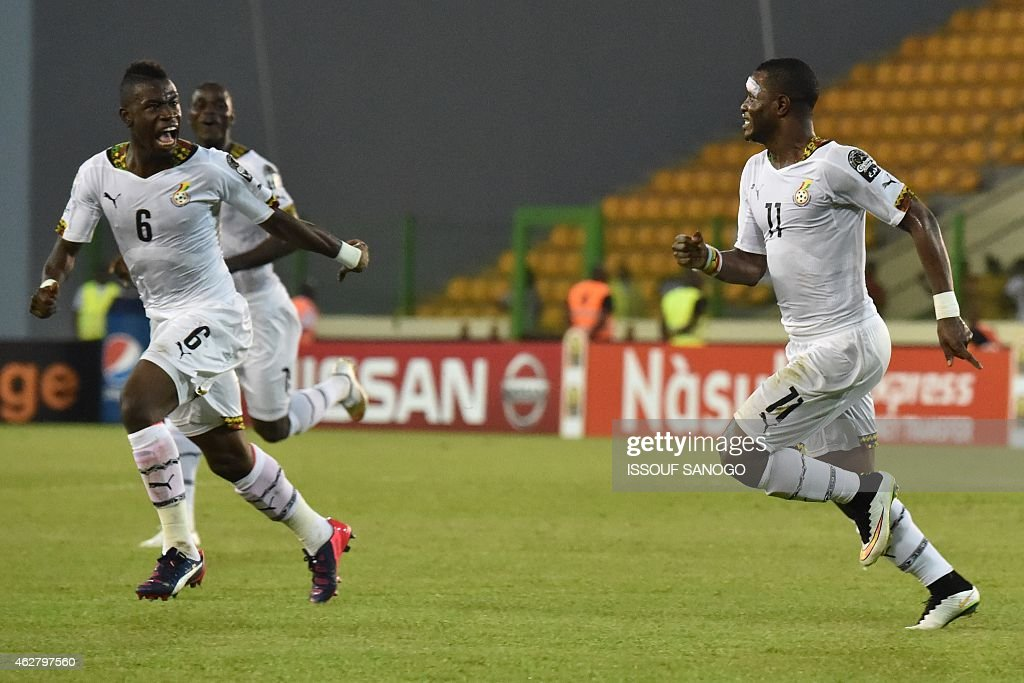 Ghana's midfielder Mubarak Wakaso (R) celebrates after scoring a goal during the 2015 African Cup of Nations semi-final football match between Equatorial Guinea and Ghana in Malabo, on February 5, 2015. AFP PHOTO / ISSOUF SANOGO