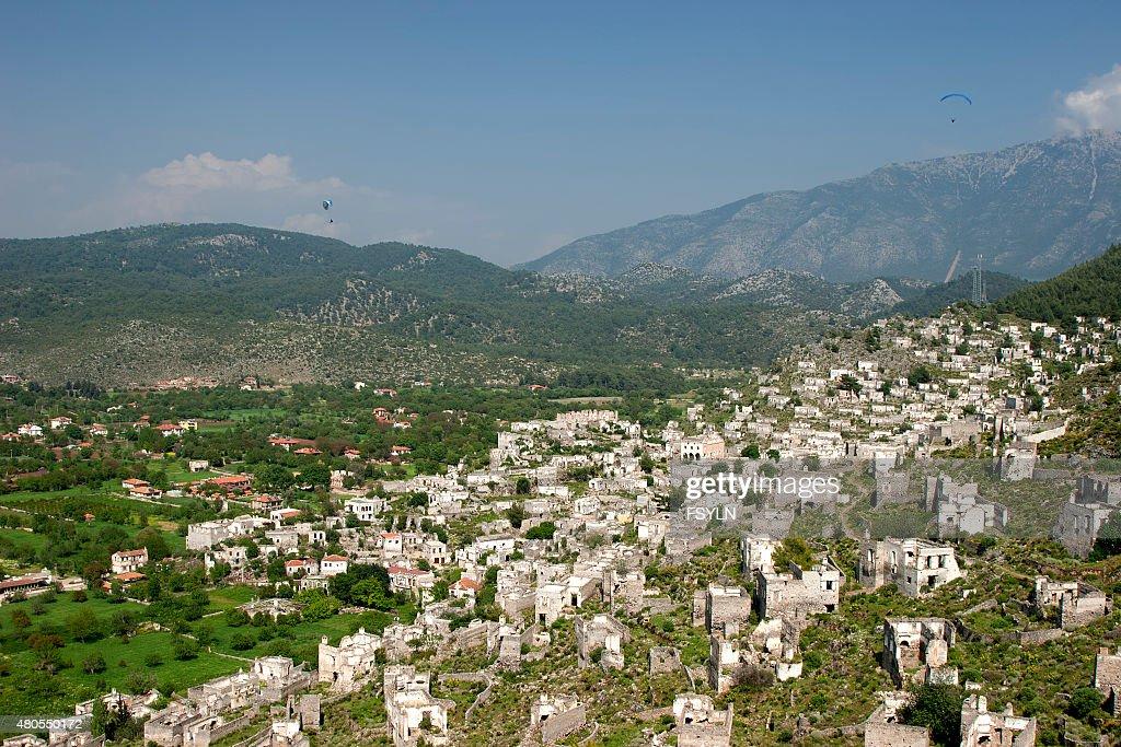 Ciudad fantasma de Kayakoy en Fethiye (Turquía : Foto de stock