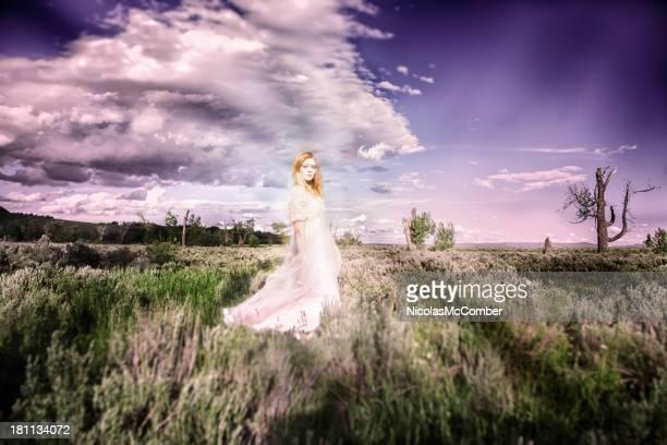 Geisterhaft Maiden in einer Wüsten-Beifuß prairie
