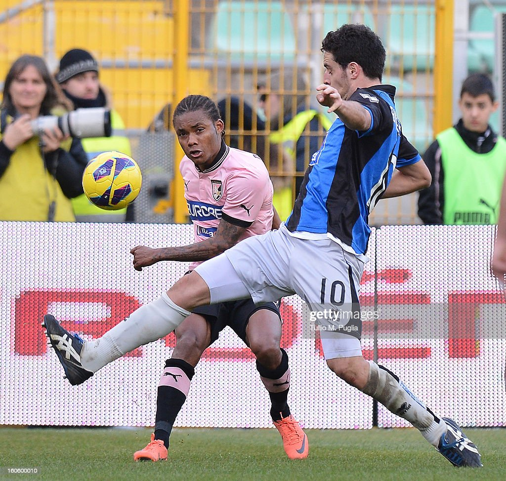 Giacomo Bonaventura (R) of Atalanta and Augusto Nelson of Palermo compete for the ball during the Serie A match between US Citta di Palermo and Atalanta BC at Stadio Renzo Barbera on February 3, 2013 in Palermo, Italy.