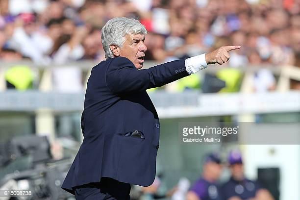 Giampiero Gasperini manager of Atalanta BC gives instructions during the Serie A match between ACF Fiorentina and Atalanta BC at Stadio Artemio...