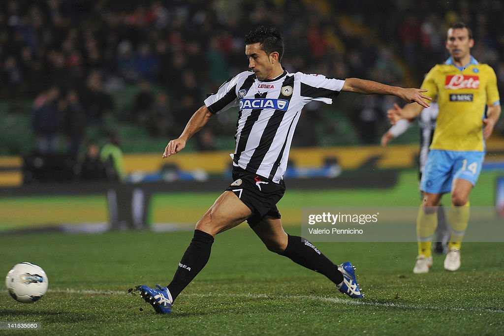 Giampiero Pinzi of Udinese Calcio scores the opening goal of the Serie A match between Udinese Calcio and SSC Napoli at Stadio Friuli on March 18...