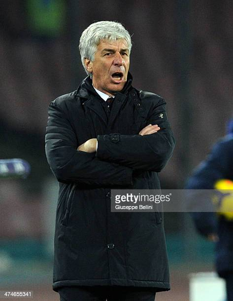 Gian Piero Gasperini head coach of Genoa issues instructions during the Serie A match between SSC Napoli and Genoa CFC at Stadio San Paolo on...
