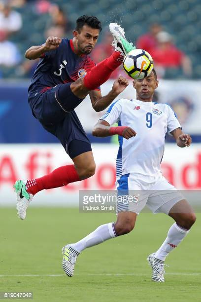 Giancarlo Gonzalez Costa Rica and Gabriel Torres of Panama battle for the ball in the first half during the 2017 CONCACAF Gold Cup Quarterfinal at...