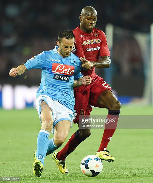 Giandomenico Mesto of Napoli and Victor Ibarbo of Cagliari in action during the Serie A match between SSC Napoli and Cagliari Calcio at Stadio San...