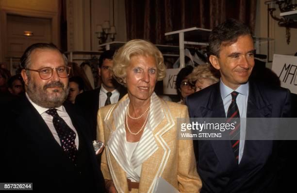 Gianfranco Ferre Claude Pompidou et Bernard Arnault au defile Dior haute couture le 27 juillet 1992 a Paris France