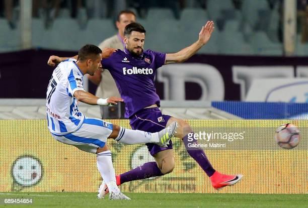 Gianluca Caprari of ACF Fiorentina scores the opening goal during the Serie A match between ACF Fiorentina and Pescara Calcio at Stadio Artemio...